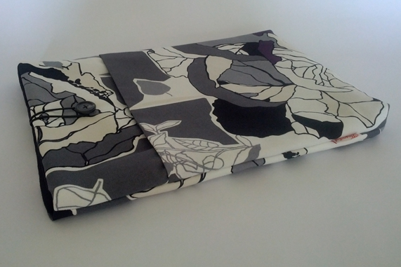 "13"" MacBook Case - Black Flowers"